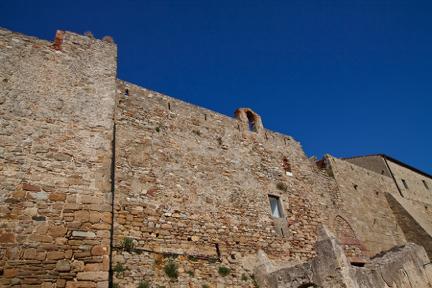Giglio Castello Walls